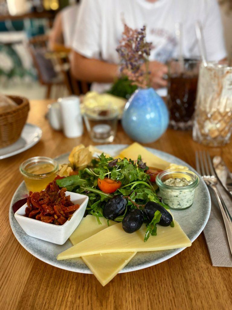 Frühstücken im Altstadtcafé Willems