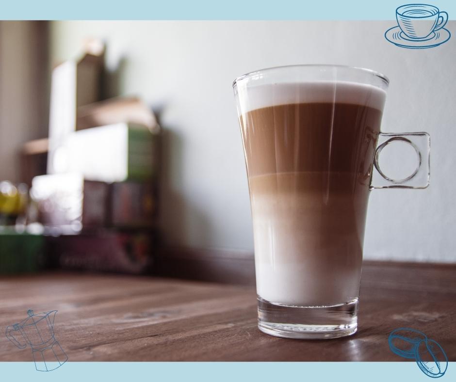 Kaffeespezialität Latte Macchiato mit Dreifachschichtung